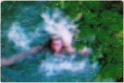 Schwimmen im reinen Quellwasser mit 4 Grad C, erstmalig 2006 in der Bucht von Gelendschik (Pschada), Russland